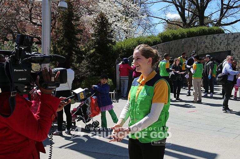 World Mission Society Church of God, Church of God, green vests, smiles, yellow shirt, volunteers, Brooklyn, Cherry Blossom, brooklyn, botanic garden, news12 brooklyn, friendly, helpful, WMSCOG