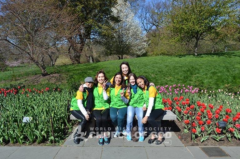 World Mission Society Church of God, Church of God, WMSCOG, green vest, yellow shirts, volunteers, volunteerism, brooklyn botanic garden, News12 Brooklyn, cherry blossom, cherry blossom festival, Sukura Matsuri